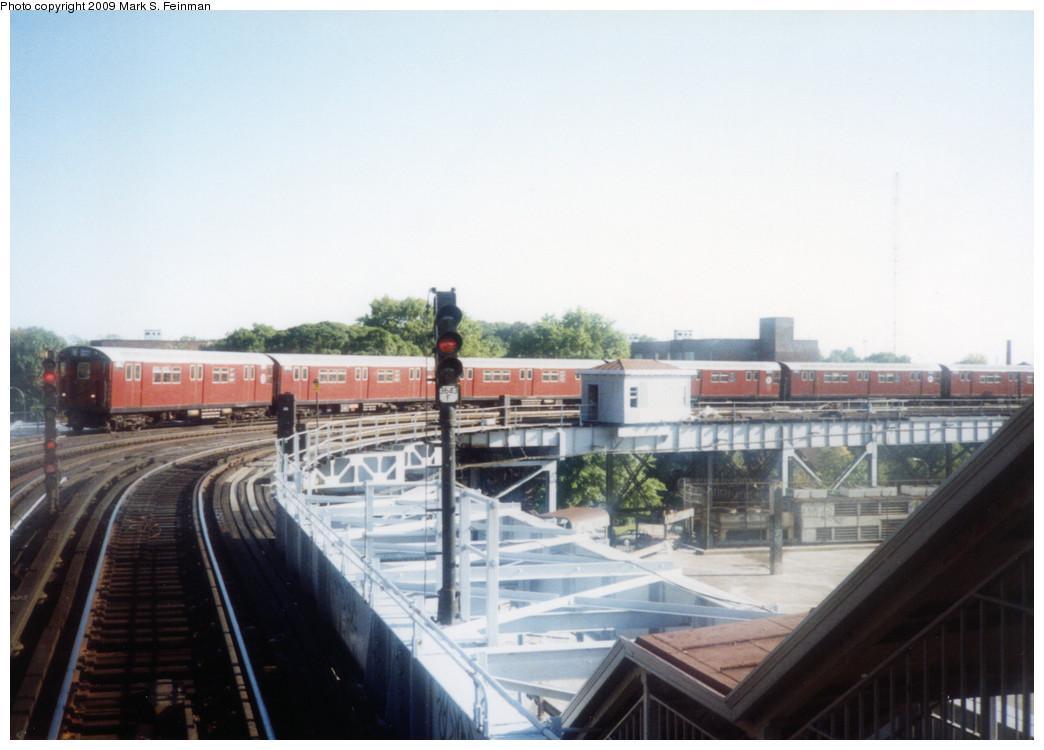 (192k, 1044x750)<br><b>Country:</b> United States<br><b>City:</b> New York<br><b>System:</b> New York City Transit<br><b>Line:</b> IRT White Plains Road Line<br><b>Location:</b> West Farms Sq./East Tremont Ave./177th St. <br><b>Route:</b> 5<br><b>Car:</b> R-33 Main Line (St. Louis, 1962-63) 8947 <br><b>Photo by:</b> Mark S. Feinman<br><b>Date:</b> 1993<br><b>Viewed (this week/total):</b> 1 / 1259