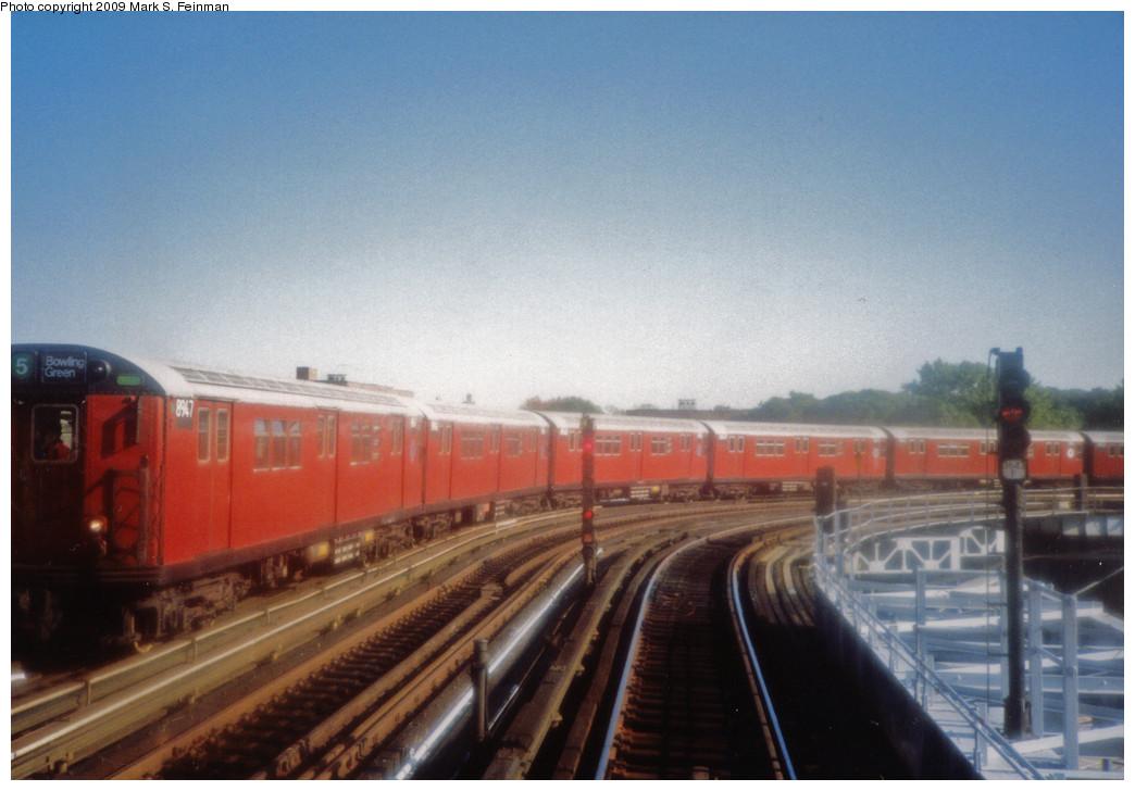 (209k, 1044x728)<br><b>Country:</b> United States<br><b>City:</b> New York<br><b>System:</b> New York City Transit<br><b>Line:</b> IRT White Plains Road Line<br><b>Location:</b> West Farms Sq./East Tremont Ave./177th St. <br><b>Route:</b> 5<br><b>Car:</b> R-33 Main Line (St. Louis, 1962-63) 8947 <br><b>Photo by:</b> Mark S. Feinman<br><b>Date:</b> 1993<br><b>Viewed (this week/total):</b> 1 / 1228