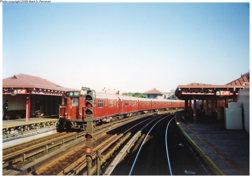 (221k, 1044x737)<br><b>Country:</b> United States<br><b>City:</b> New York<br><b>System:</b> New York City Transit<br><b>Line:</b> IRT White Plains Road Line<br><b>Location:</b> West Farms Sq./East Tremont Ave./177th St. <br><b>Route:</b> 5<br><b>Car:</b> R-33 Main Line (St. Louis, 1962-63)  <br><b>Photo by:</b> Mark S. Feinman<br><b>Date:</b> 1993<br><b>Viewed (this week/total):</b> 3 / 1557