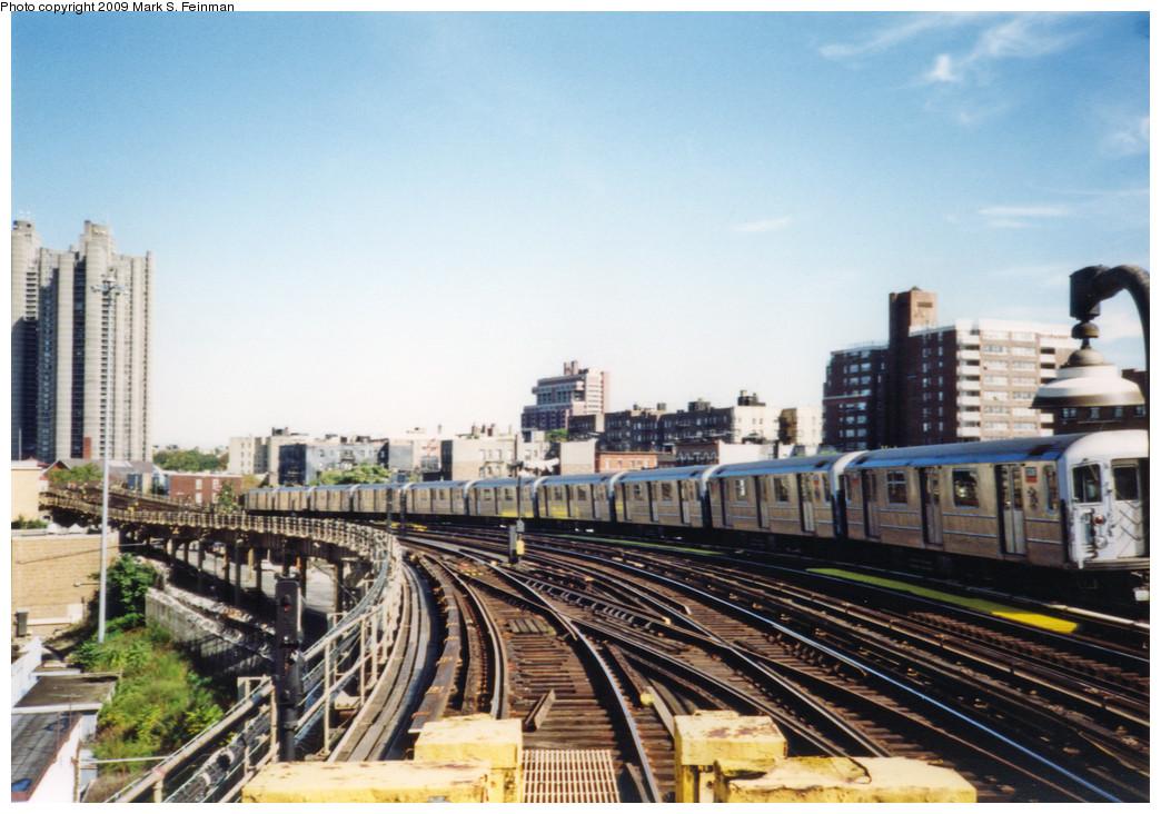 (264k, 1044x732)<br><b>Country:</b> United States<br><b>City:</b> New York<br><b>System:</b> New York City Transit<br><b>Line:</b> IRT Woodlawn Line<br><b>Location:</b> Bedford Park Boulevard <br><b>Route:</b> 4<br><b>Car:</b> R-62 (Kawasaki, 1983-1985)   <br><b>Photo by:</b> Mark S. Feinman<br><b>Date:</b> 1993<br><b>Viewed (this week/total):</b> 0 / 1490