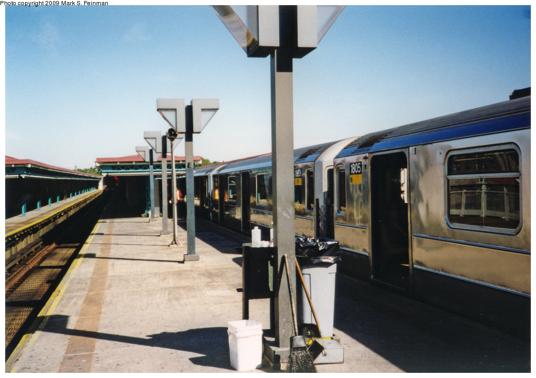 (233k, 1044x737)<br><b>Country:</b> United States<br><b>City:</b> New York<br><b>System:</b> New York City Transit<br><b>Line:</b> IRT White Plains Road Line<br><b>Location:</b> East 180th Street <br><b>Car:</b> R-62A (Bombardier, 1984-1987)  1889/1805 <br><b>Photo by:</b> Mark S. Feinman<br><b>Date:</b> 1993<br><b>Viewed (this week/total):</b> 3 / 1724
