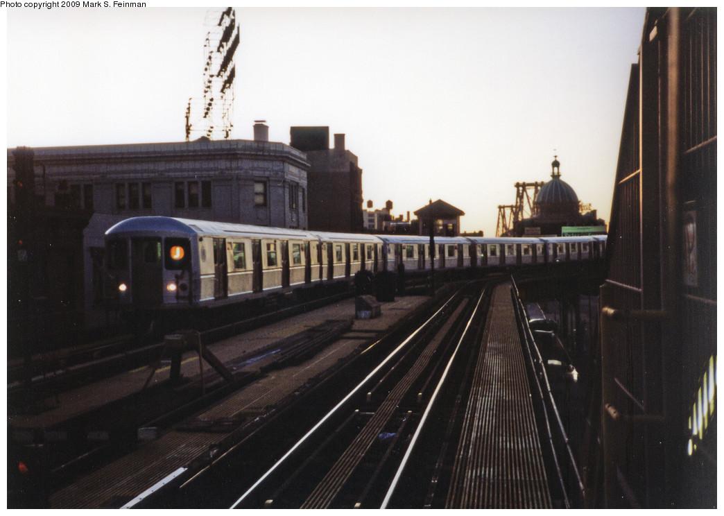 (203k, 1044x744)<br><b>Country:</b> United States<br><b>City:</b> New York<br><b>System:</b> New York City Transit<br><b>Line:</b> BMT Nassau Street/Jamaica Line<br><b>Location:</b> Marcy Avenue <br><b>Route:</b> J<br><b>Car:</b> R-40M (St. Louis, 1969)   <br><b>Photo by:</b> Mark S. Feinman<br><b>Date:</b> 1993<br><b>Viewed (this week/total):</b> 7 / 1773