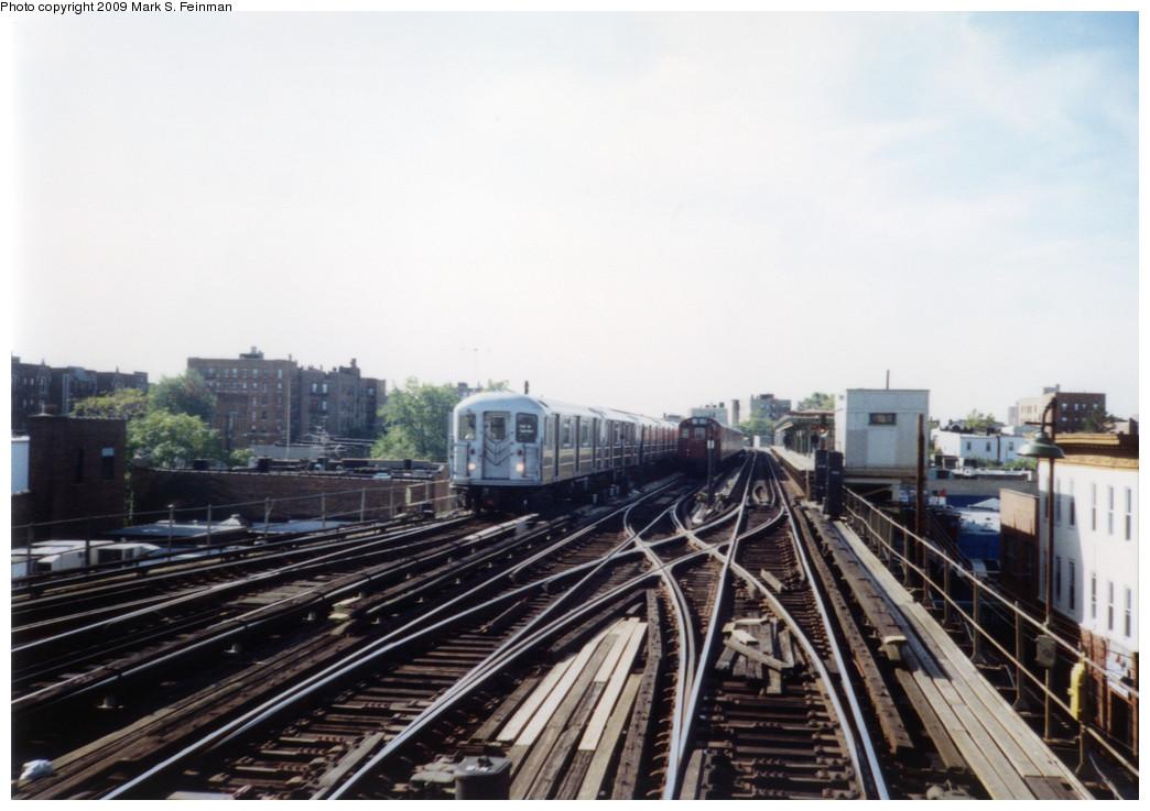 (209k, 1044x737)<br><b>Country:</b> United States<br><b>City:</b> New York<br><b>System:</b> New York City Transit<br><b>Line:</b> IRT Pelham Line<br><b>Location:</b> Middletown Road <br><b>Route:</b> 6<br><b>Car:</b> R-62A (Bombardier, 1984-1987)   <br><b>Photo by:</b> Mark S. Feinman<br><b>Date:</b> 1993<br><b>Viewed (this week/total):</b> 0 / 1728