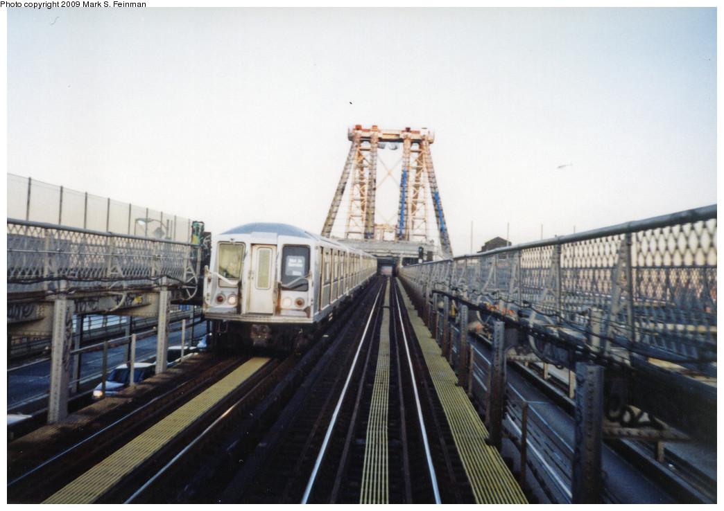 (214k, 1044x738)<br><b>Country:</b> United States<br><b>City:</b> New York<br><b>System:</b> New York City Transit<br><b>Line:</b> BMT Nassau Street/Jamaica Line<br><b>Location:</b> Williamsburg Bridge<br><b>Car:</b> R-40 (St. Louis, 1968)   <br><b>Photo by:</b> Mark S. Feinman<br><b>Date:</b> 1993<br><b>Viewed (this week/total):</b> 1 / 2598