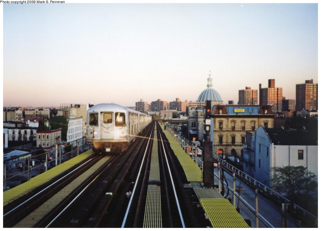 (227k, 1044x752)<br><b>Country:</b> United States<br><b>City:</b> New York<br><b>System:</b> New York City Transit<br><b>Line:</b> BMT Nassau Street/Jamaica Line<br><b>Location:</b> Williamsburg Bridge<br><b>Route:</b> M<br><b>Car:</b> R-42 (St. Louis, 1969-1970)   <br><b>Photo by:</b> Mark S. Feinman<br><b>Date:</b> 1993<br><b>Viewed (this week/total):</b> 1 / 1449