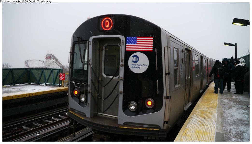 (177k, 1044x596)<br><b>Country:</b> United States<br><b>City:</b> New York<br><b>System:</b> New York City Transit<br><b>Line:</b> BMT Brighton Line<br><b>Location:</b> West 8th Street <br><b>Route:</b> Q<br><b>Car:</b> R-160B (Option 1) (Kawasaki, 2008-2009)  9142 <br><b>Photo by:</b> David Tropiansky<br><b>Date:</b> 12/19/2009<br><b>Viewed (this week/total):</b> 0 / 1456