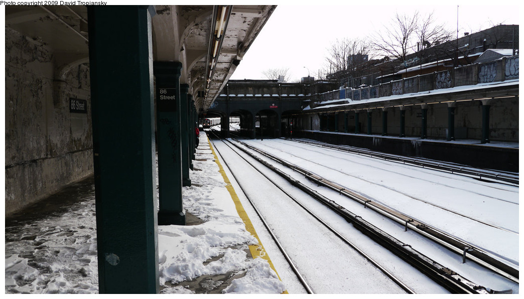 (217k, 1044x596)<br><b>Country:</b> United States<br><b>City:</b> New York<br><b>System:</b> New York City Transit<br><b>Line:</b> BMT Sea Beach Line<br><b>Location:</b> 86th Street <br><b>Photo by:</b> David Tropiansky<br><b>Date:</b> 12/20/2009<br><b>Viewed (this week/total):</b> 4 / 784