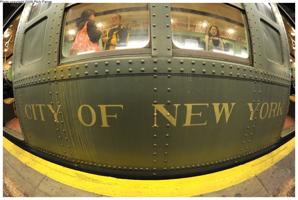 (177k, 1044x701)<br><b>Country:</b> United States<br><b>City:</b> New York<br><b>System:</b> New York City Transit<br><b>Line:</b> IND 6th Avenue Line<br><b>Location:</b> 2nd Avenue <br><b>Route:</b> Museum Train Service (V)<br><b>Car:</b> R-4 (American Car & Foundry, 1932-1933) 484 <br><b>Photo by:</b> Richard Panse<br><b>Date:</b> 12/13/2009<br><b>Viewed (this week/total):</b> 0 / 950
