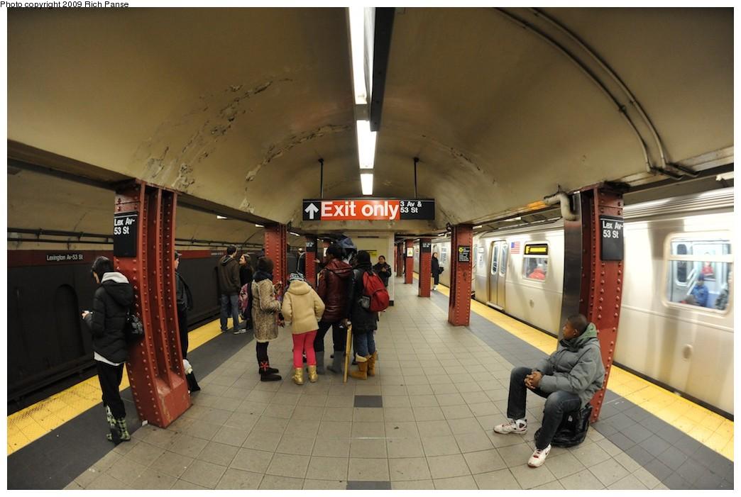 (164k, 1044x701)<br><b>Country:</b> United States<br><b>City:</b> New York<br><b>System:</b> New York City Transit<br><b>Line:</b> IND Queens Boulevard Line<br><b>Location:</b> Lexington Avenue-53rd Street <br><b>Photo by:</b> Richard Panse<br><b>Date:</b> 12/13/2009<br><b>Viewed (this week/total):</b> 1 / 1102