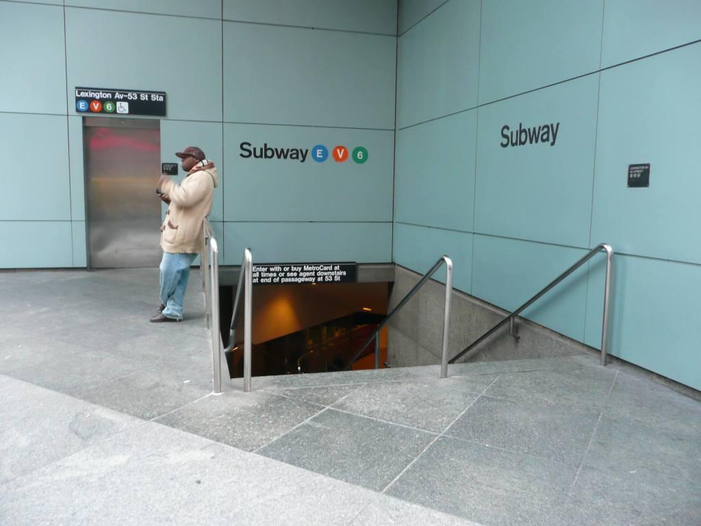 (93k, 1024x768)<br><b>Country:</b> United States<br><b>City:</b> New York<br><b>System:</b> New York City Transit<br><b>Line:</b> IND Queens Boulevard Line<br><b>Location:</b> Lexington Avenue-53rd Street <br><b>Photo by:</b> Robbie Rosenfeld<br><b>Date:</b> 12/8/2009<br><b>Notes:</b> Station entrance.<br><b>Viewed (this week/total):</b> 0 / 1769