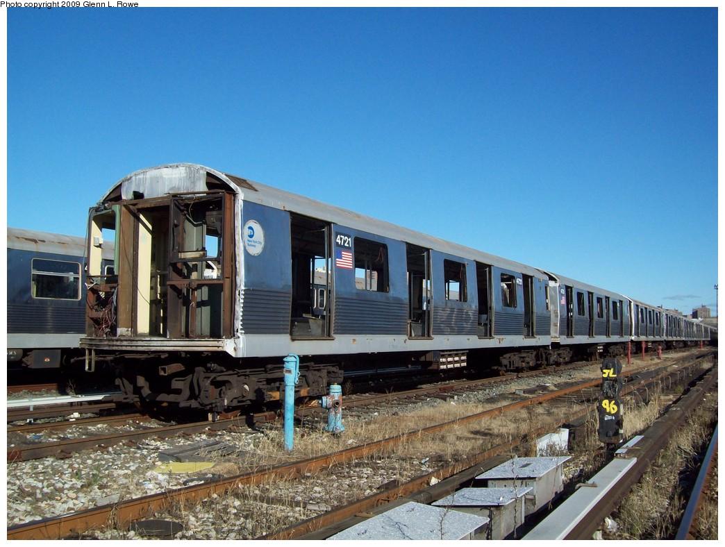 (242k, 1044x788)<br><b>Country:</b> United States<br><b>City:</b> New York<br><b>System:</b> New York City Transit<br><b>Location:</b> 207th Street Yard<br><b>Car:</b> R-42 (St. Louis, 1969-1970)  4721 <br><b>Photo by:</b> Glenn L. Rowe<br><b>Date:</b> 12/17/2009<br><b>Notes:</b> Scrap<br><b>Viewed (this week/total):</b> 4 / 788