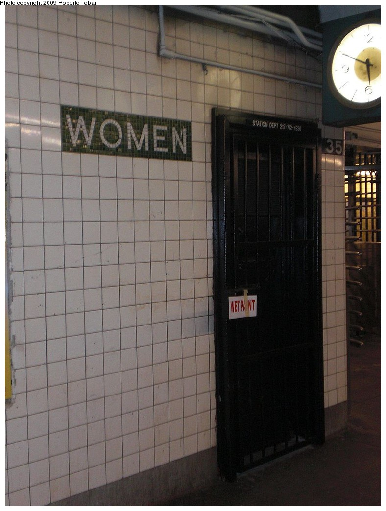 (214k, 788x1044)<br><b>Country:</b> United States<br><b>City:</b> New York<br><b>System:</b> New York City Transit<br><b>Line:</b> IND 8th Avenue Line<br><b>Location:</b> 135th Street <br><b>Photo by:</b> Roberto C. Tobar<br><b>Date:</b> 12/19/2009<br><b>Viewed (this week/total):</b> 0 / 1255