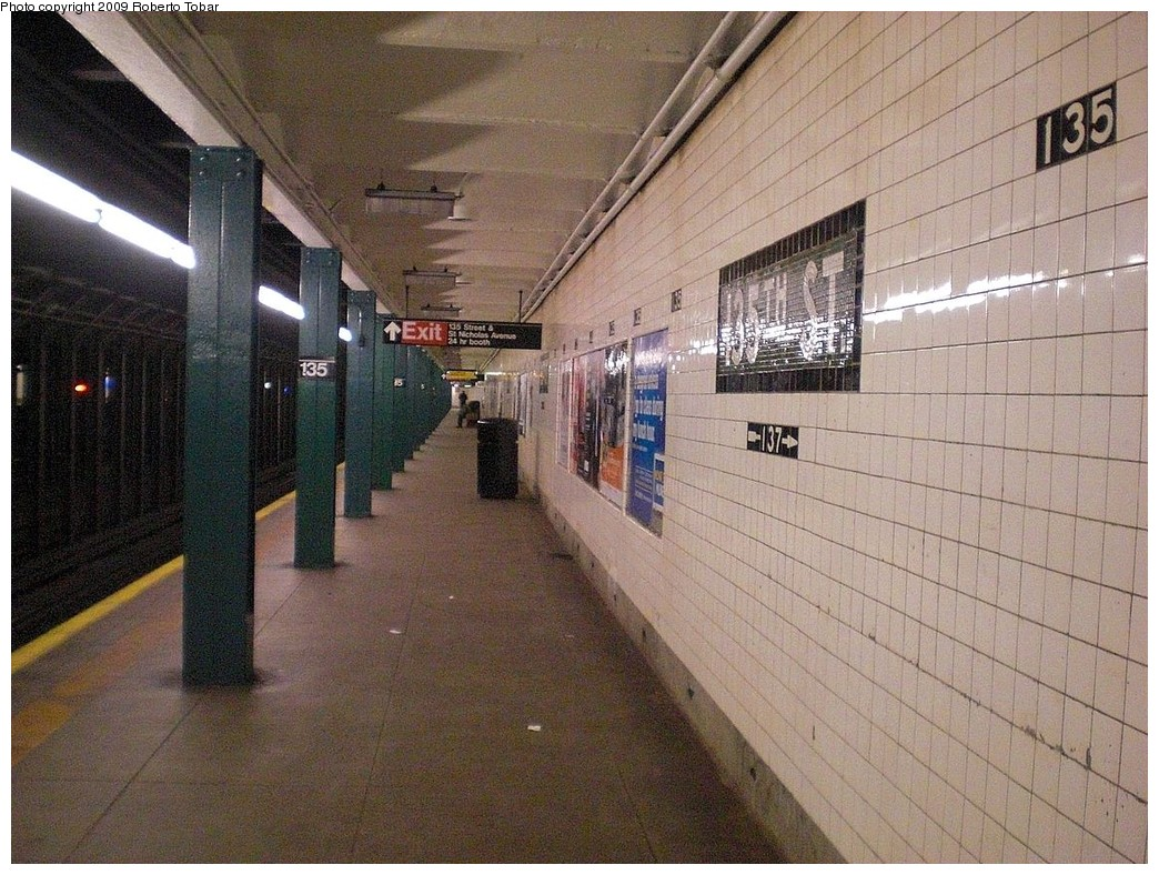 (304k, 1044x788)<br><b>Country:</b> United States<br><b>City:</b> New York<br><b>System:</b> New York City Transit<br><b>Line:</b> IND 8th Avenue Line<br><b>Location:</b> 135th Street <br><b>Photo by:</b> Roberto C. Tobar<br><b>Date:</b> 12/19/2009<br><b>Viewed (this week/total):</b> 0 / 1412