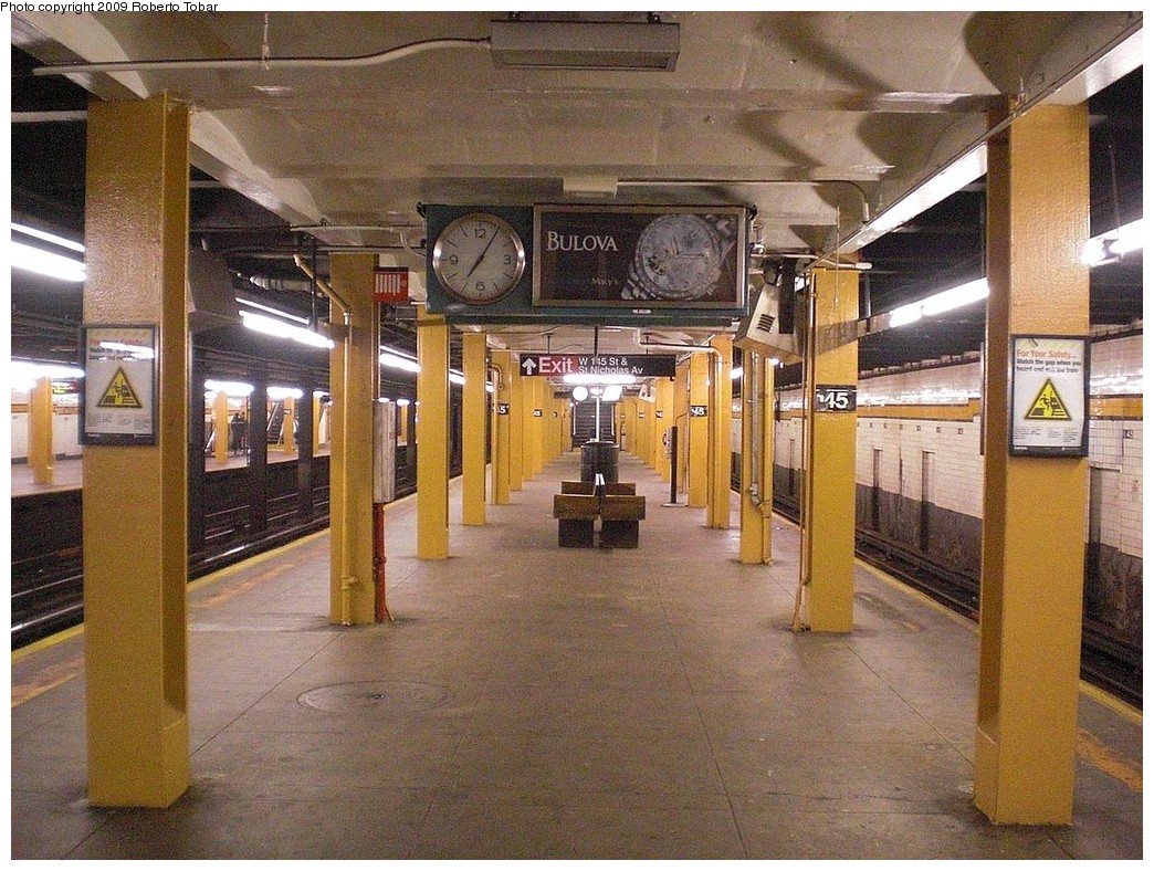 (323k, 1044x788)<br><b>Country:</b> United States<br><b>City:</b> New York<br><b>System:</b> New York City Transit<br><b>Line:</b> IND 8th Avenue Line<br><b>Location:</b> 145th Street <br><b>Photo by:</b> Roberto C. Tobar<br><b>Date:</b> 12/19/2009<br><b>Viewed (this week/total):</b> 1 / 1431