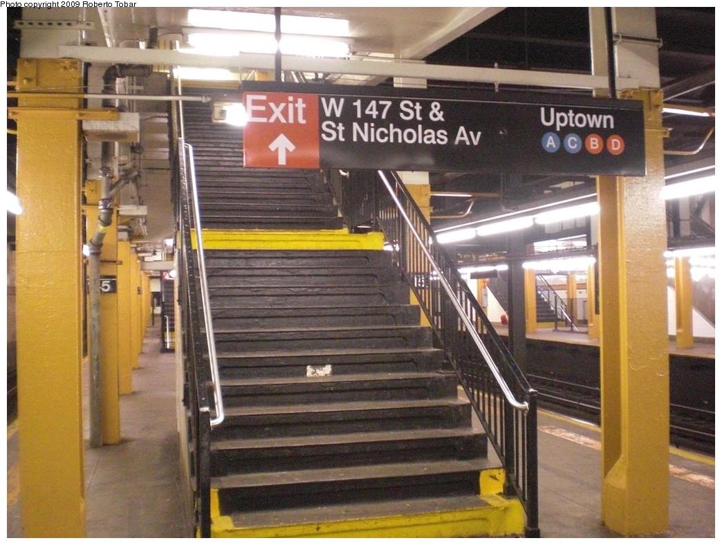 (261k, 1044x788)<br><b>Country:</b> United States<br><b>City:</b> New York<br><b>System:</b> New York City Transit<br><b>Line:</b> IND 8th Avenue Line<br><b>Location:</b> 145th Street <br><b>Photo by:</b> Roberto C. Tobar<br><b>Date:</b> 12/19/2009<br><b>Viewed (this week/total):</b> 1 / 1403