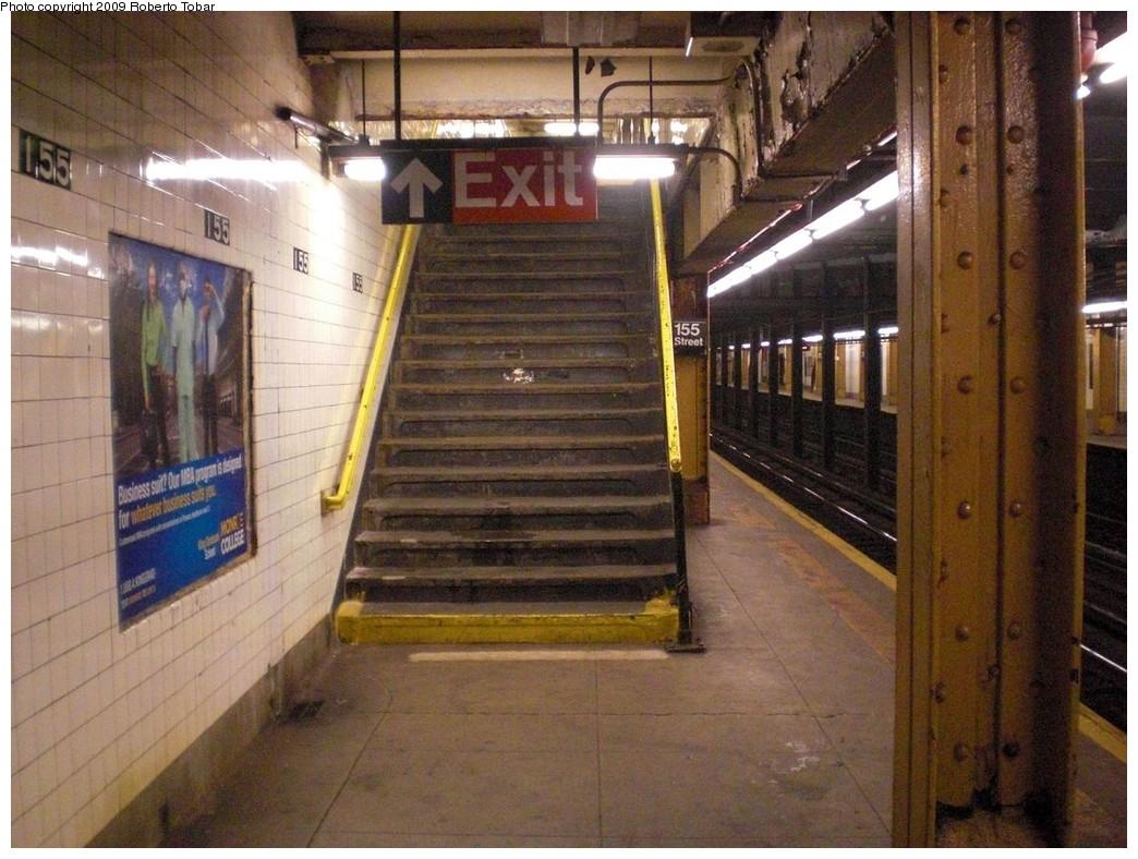 (260k, 1044x788)<br><b>Country:</b> United States<br><b>City:</b> New York<br><b>System:</b> New York City Transit<br><b>Line:</b> IND 8th Avenue Line<br><b>Location:</b> 155th Street <br><b>Photo by:</b> Roberto C. Tobar<br><b>Date:</b> 12/19/2009<br><b>Viewed (this week/total):</b> 3 / 1147