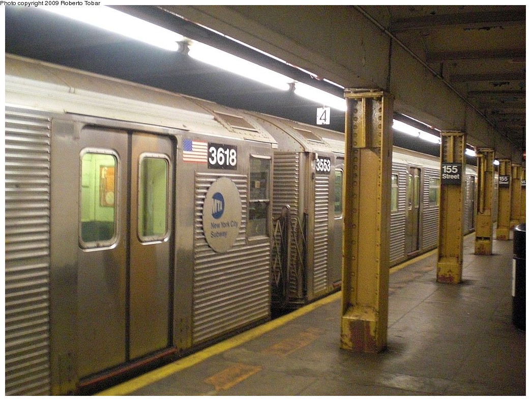 (312k, 1044x788)<br><b>Country:</b> United States<br><b>City:</b> New York<br><b>System:</b> New York City Transit<br><b>Line:</b> IND 8th Avenue Line<br><b>Location:</b> 155th Street <br><b>Route:</b> C<br><b>Car:</b> R-32 (Budd, 1964)  3553 <br><b>Photo by:</b> Roberto C. Tobar<br><b>Date:</b> 12/19/2009<br><b>Viewed (this week/total):</b> 2 / 1670