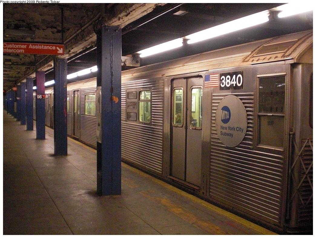 (334k, 1044x788)<br><b>Country:</b> United States<br><b>City:</b> New York<br><b>System:</b> New York City Transit<br><b>Line:</b> IND 8th Avenue Line<br><b>Location:</b> 96th Street <br><b>Route:</b> C<br><b>Car:</b> R-32 (Budd, 1964)  3840 <br><b>Photo by:</b> Roberto C. Tobar<br><b>Date:</b> 12/19/2009<br><b>Viewed (this week/total):</b> 2 / 1439