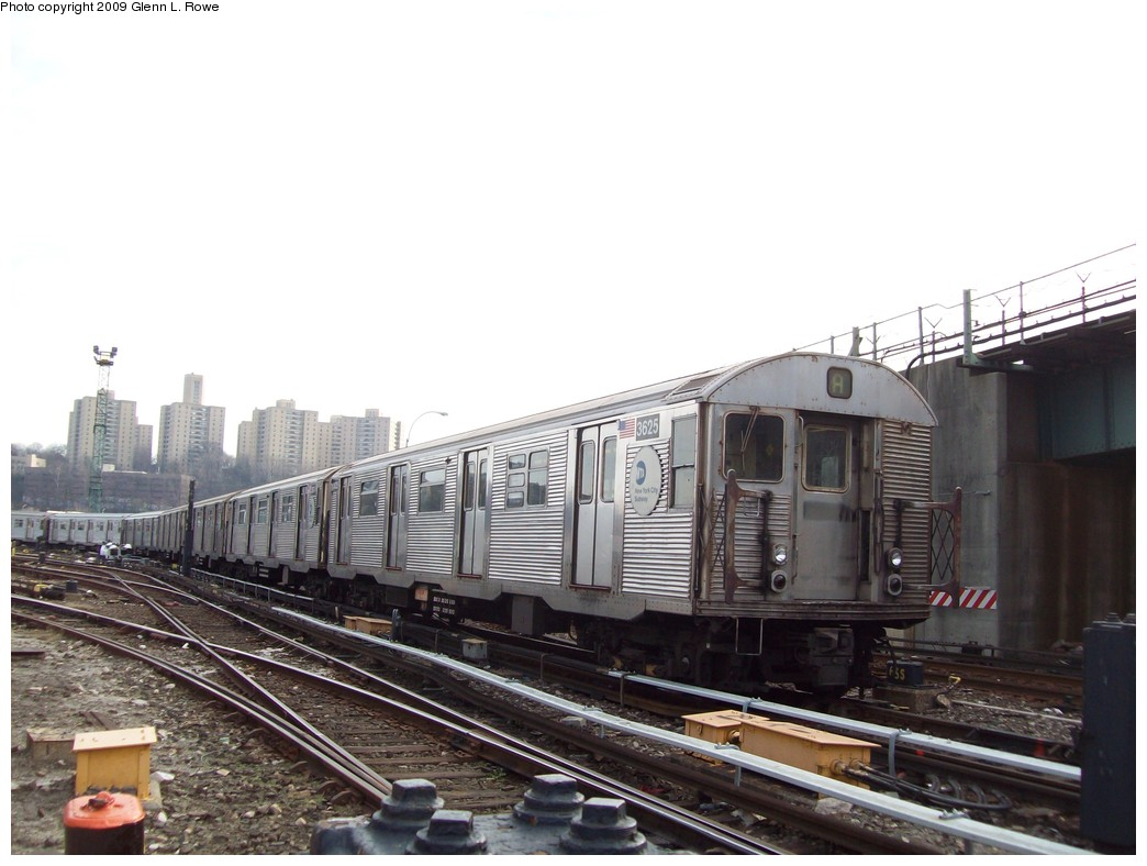 (179k, 1044x788)<br><b>Country:</b> United States<br><b>City:</b> New York<br><b>System:</b> New York City Transit<br><b>Location:</b> 207th Street Yard<br><b>Car:</b> R-32 (Budd, 1964)  3625 <br><b>Photo by:</b> Glenn L. Rowe<br><b>Date:</b> 12/7/2009<br><b>Viewed (this week/total):</b> 2 / 868