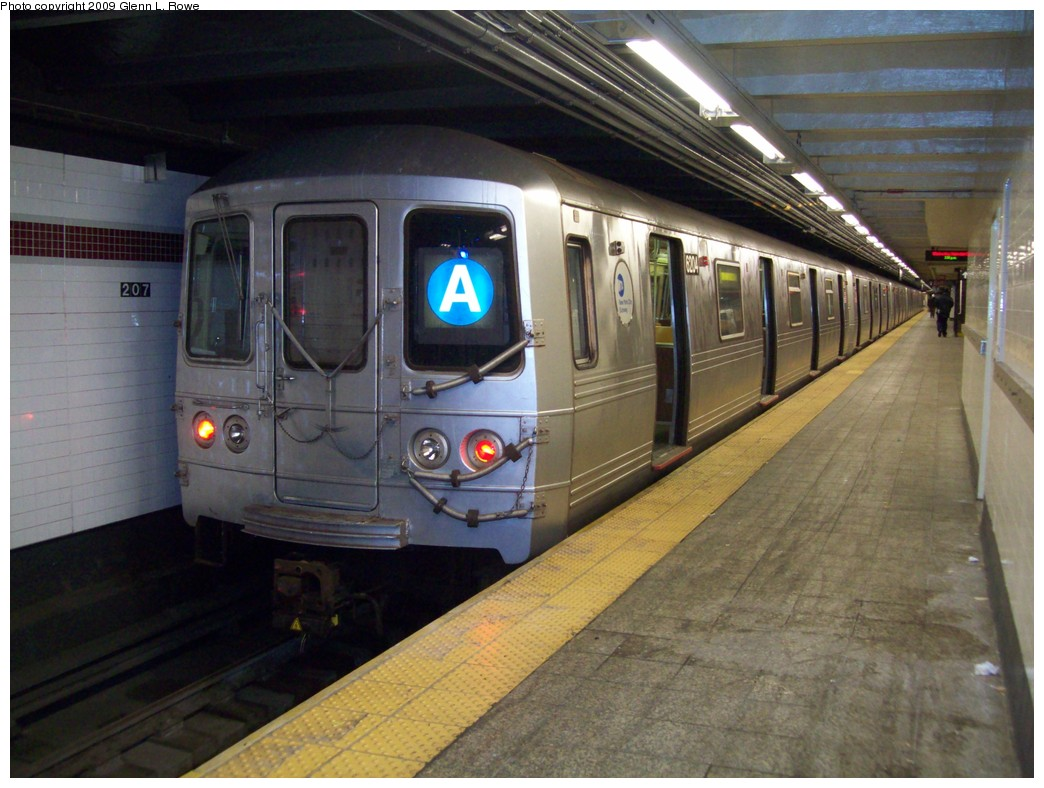 (210k, 1044x788)<br><b>Country:</b> United States<br><b>City:</b> New York<br><b>System:</b> New York City Transit<br><b>Line:</b> IND 8th Avenue Line<br><b>Location:</b> 207th Street <br><b>Route:</b> A<br><b>Car:</b> R-46 (Pullman-Standard, 1974-75) 6204 <br><b>Photo by:</b> Glenn L. Rowe<br><b>Date:</b> 12/23/2009<br><b>Viewed (this week/total):</b> 0 / 843