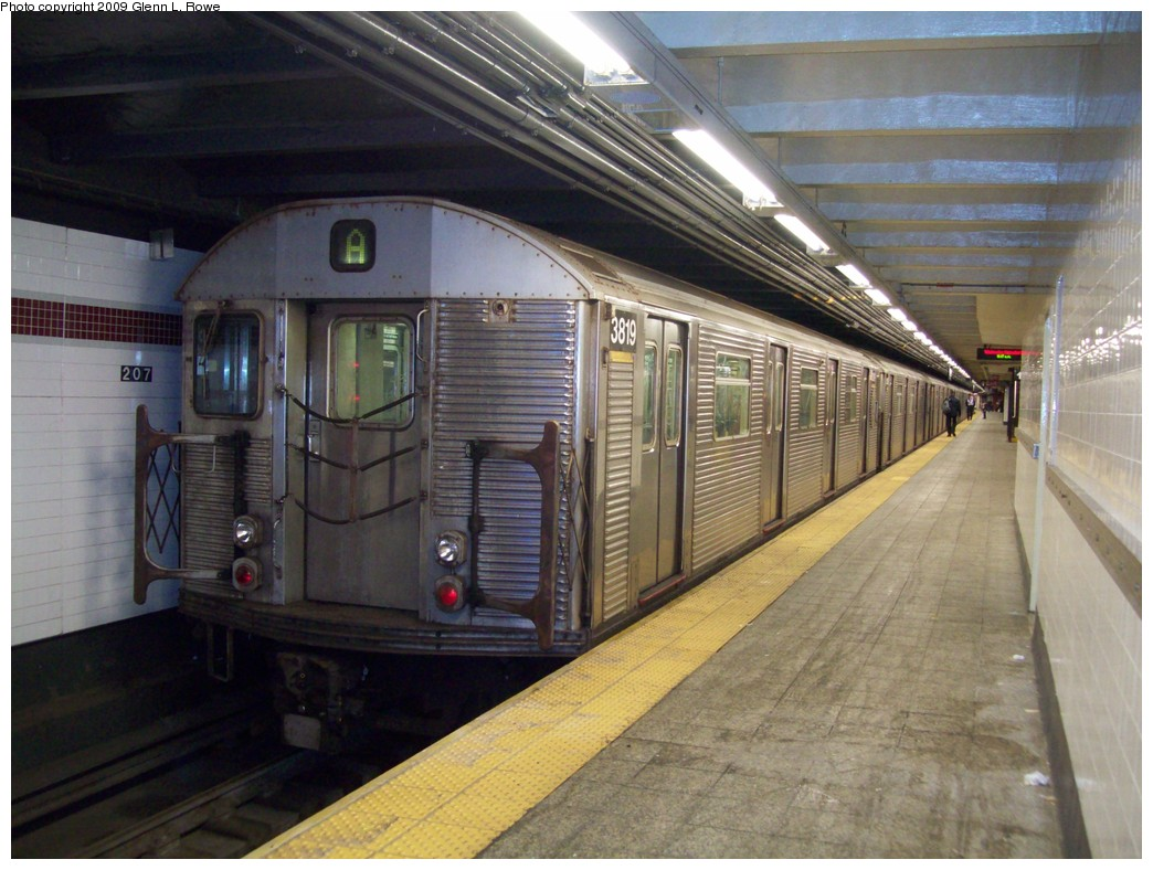 (218k, 1044x788)<br><b>Country:</b> United States<br><b>City:</b> New York<br><b>System:</b> New York City Transit<br><b>Line:</b> IND 8th Avenue Line<br><b>Location:</b> 207th Street <br><b>Route:</b> A<br><b>Car:</b> R-32 (Budd, 1964)  3819 <br><b>Photo by:</b> Glenn L. Rowe<br><b>Date:</b> 12/23/2009<br><b>Viewed (this week/total):</b> 0 / 882