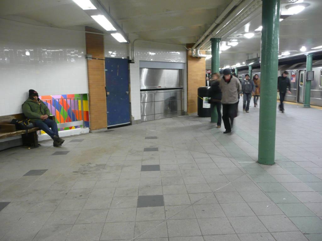 (99k, 1024x768)<br><b>Country:</b> United States<br><b>City:</b> New York<br><b>System:</b> New York City Transit<br><b>Line:</b> IRT West Side Line<br><b>Location:</b> 59th Street/Columbus Circle <br><b>Photo by:</b> Robbie Rosenfeld<br><b>Date:</b> 12/17/2009<br><b>Viewed (this week/total):</b> 1 / 1112