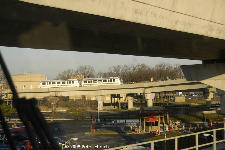 (150k, 930x618)<br><b>Country:</b> United States<br><b>City:</b> New York<br><b>System:</b> JFK Airtrain<br><b>Location:</b> Between Federal Circle and Terminals <br><b>Car:</b>  122 <br><b>Photo by:</b> Peter Ehrlich<br><b>Date:</b> 12/6/2009<br><b>Notes:</b> Between Federal Circle and Terminal 1<br><b>Viewed (this week/total):</b> 0 / 702
