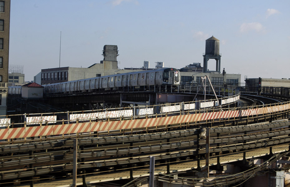 (176k, 930x600)<br><b>Country:</b> United States<br><b>City:</b> New York<br><b>System:</b> New York City Transit<br><b>Line:</b> BMT Astoria Line<br><b>Location:</b> Queensborough Plaza <br><b>Car:</b> R-160B (Option 1) (Kawasaki, 2008-2009)  9027 <br><b>Photo by:</b> Peter Ehrlich<br><b>Date:</b> 12/6/2009<br><b>Notes:</b> Inbound<br><b>Viewed (this week/total):</b> 1 / 1234