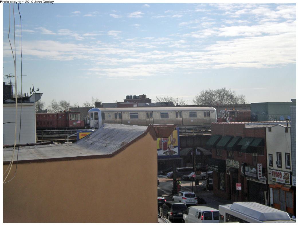 (233k, 1044x788)<br><b>Country:</b> United States<br><b>City:</b> New York<br><b>System:</b> New York City Transit<br><b>Line:</b> BMT West End Line<br><b>Location:</b> Bay 50th Street <br><b>Car:</b> R-44 SIRT (St. Louis, 1971-1973) 400 <br><b>Photo by:</b> John Dooley<br><b>Date:</b> 12/1/2009<br><b>Viewed (this week/total):</b> 0 / 1907