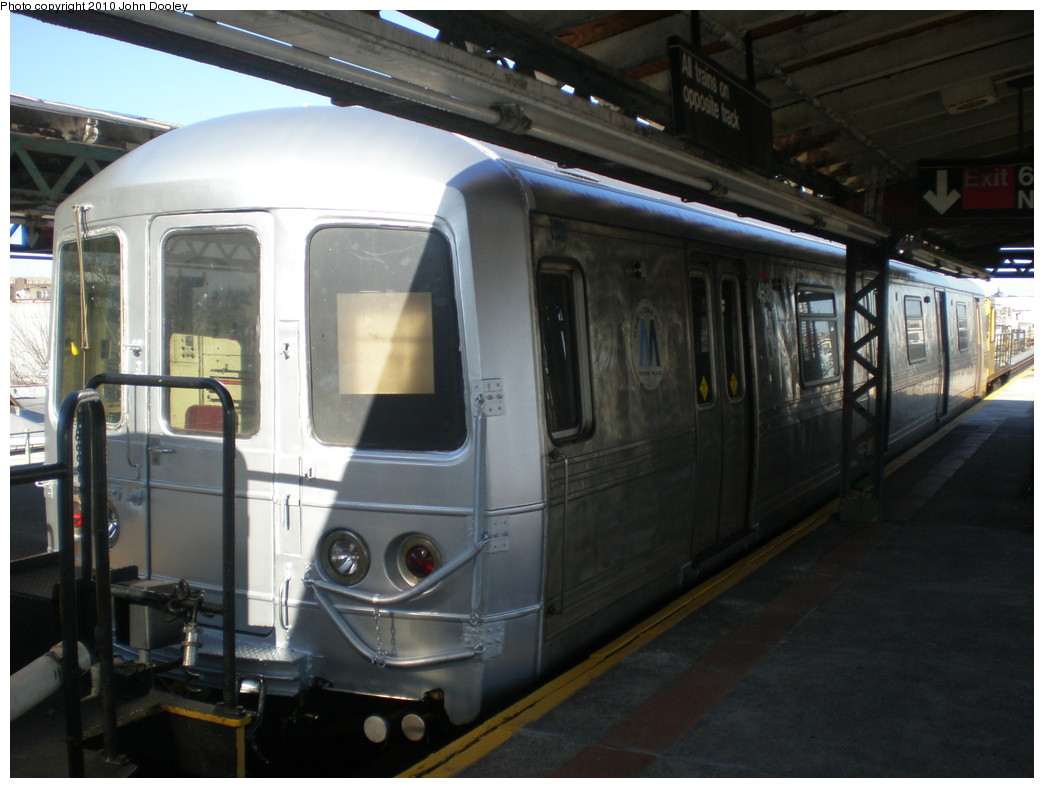 (195k, 1044x788)<br><b>Country:</b> United States<br><b>City:</b> New York<br><b>System:</b> New York City Transit<br><b>Line:</b> BMT West End Line<br><b>Location:</b> 62nd Street <br><b>Car:</b> R-44 SIRT (St. Louis, 1971-1973) 438 <br><b>Photo by:</b> John Dooley<br><b>Date:</b> 12/29/2009<br><b>Viewed (this week/total):</b> 3 / 1257