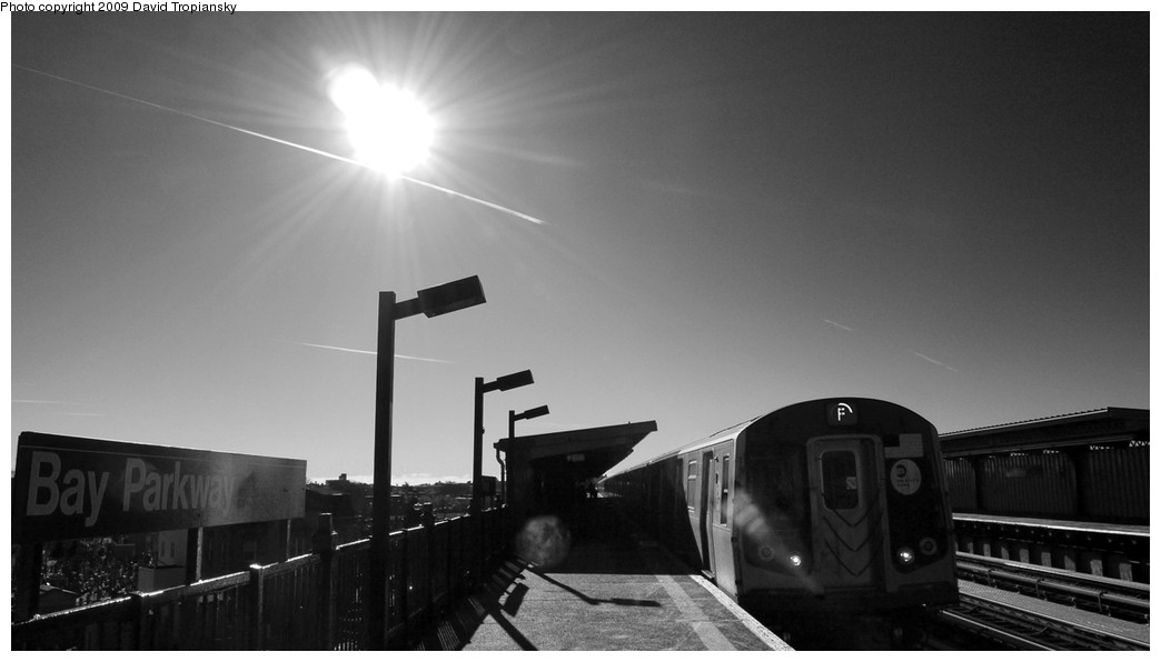 (115k, 1044x596)<br><b>Country:</b> United States<br><b>City:</b> New York<br><b>System:</b> New York City Transit<br><b>Line:</b> BMT Culver Line<br><b>Location:</b> Bay Parkway (22nd Avenue) <br><b>Route:</b> F<br><b>Car:</b> R-160A/R-160B Series (Number Unknown)  <br><b>Photo by:</b> David Tropiansky<br><b>Date:</b> 12/27/2009<br><b>Viewed (this week/total):</b> 0 / 987