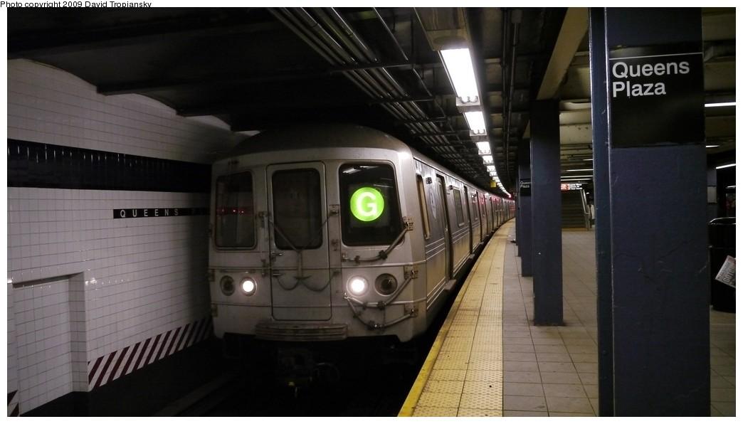 (141k, 1044x596)<br><b>Country:</b> United States<br><b>City:</b> New York<br><b>System:</b> New York City Transit<br><b>Line:</b> IND Queens Boulevard Line<br><b>Location:</b> Queens Plaza <br><b>Route:</b> G<br><b>Car:</b> R-46 (Pullman-Standard, 1974-75)  <br><b>Photo by:</b> David Tropiansky<br><b>Date:</b> 12/27/2009<br><b>Viewed (this week/total):</b> 0 / 1288