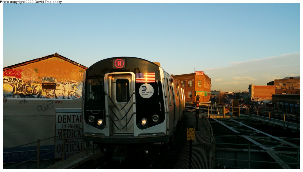 (172k, 1044x596)<br><b>Country:</b> United States<br><b>City:</b> New York<br><b>System:</b> New York City Transit<br><b>Line:</b> BMT Myrtle Avenue Line<br><b>Location:</b> Wyckoff Avenue <br><b>Route:</b> M<br><b>Car:</b> R-160A-1 (Alstom, 2005-2008, 4 car sets)   <br><b>Photo by:</b> David Tropiansky<br><b>Date:</b> 12/27/2009<br><b>Viewed (this week/total):</b> 0 / 1596