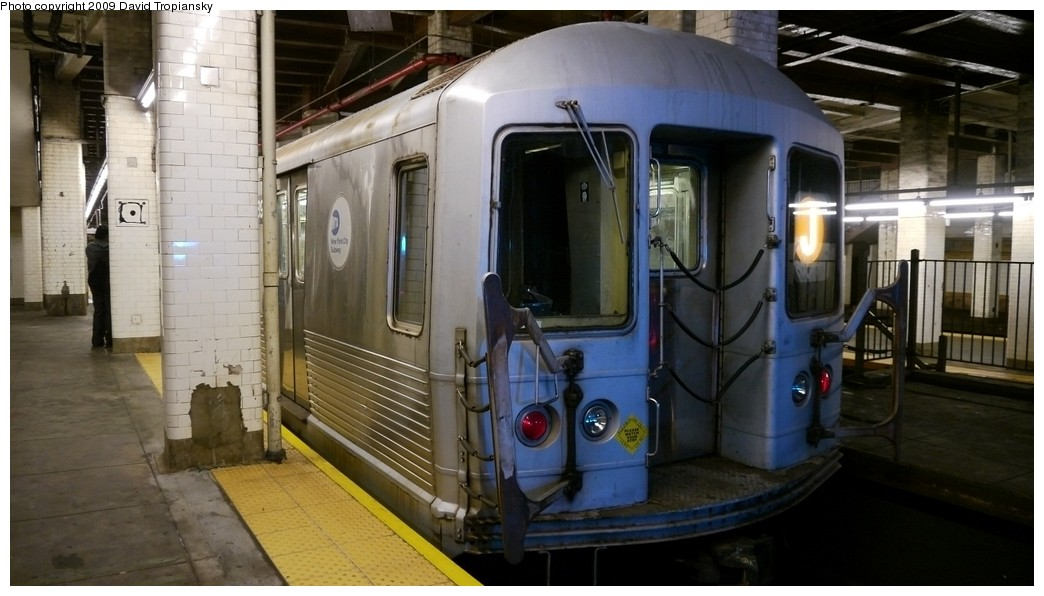 (167k, 1044x596)<br><b>Country:</b> United States<br><b>City:</b> New York<br><b>System:</b> New York City Transit<br><b>Line:</b> BMT Nassau Street/Jamaica Line<br><b>Location:</b> Chambers Street <br><b>Route:</b> J<br><b>Car:</b> R-42 (St. Louis, 1969-1970)   <br><b>Photo by:</b> David Tropiansky<br><b>Date:</b> 12/27/2009<br><b>Viewed (this week/total):</b> 0 / 1919