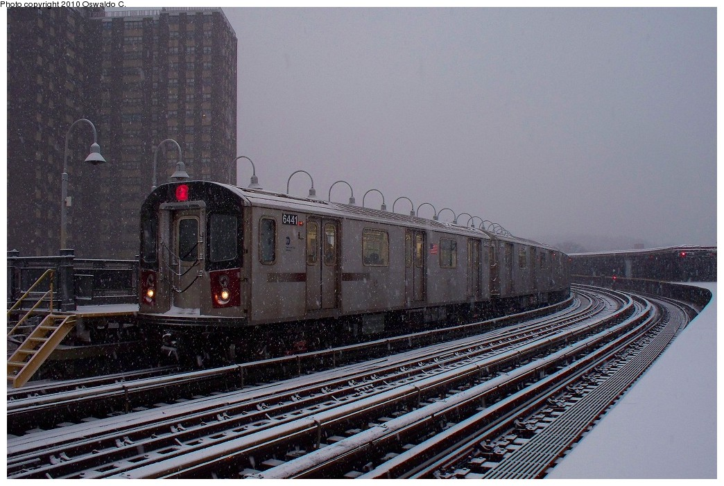 (244k, 1044x701)<br><b>Country:</b> United States<br><b>City:</b> New York<br><b>System:</b> New York City Transit<br><b>Line:</b> IRT White Plains Road Line<br><b>Location:</b> West Farms Sq./East Tremont Ave./177th St. <br><b>Route:</b> 2<br><b>Car:</b> R-142 (Primary Order, Bombardier, 1999-2002)  6441 <br><b>Photo by:</b> Oswaldo C.<br><b>Date:</b> 12/31/2009<br><b>Viewed (this week/total):</b> 2 / 1198