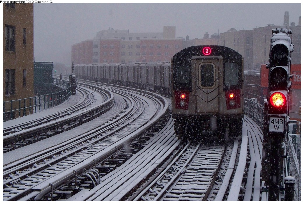 (277k, 1044x701)<br><b>Country:</b> United States<br><b>City:</b> New York<br><b>System:</b> New York City Transit<br><b>Line:</b> IRT White Plains Road Line<br><b>Location:</b> Bronx Park East <br><b>Route:</b> 2<br><b>Car:</b> R-142 or R-142A (Number Unknown)  <br><b>Photo by:</b> Oswaldo C.<br><b>Date:</b> 12/31/2009<br><b>Viewed (this week/total):</b> 3 / 2162