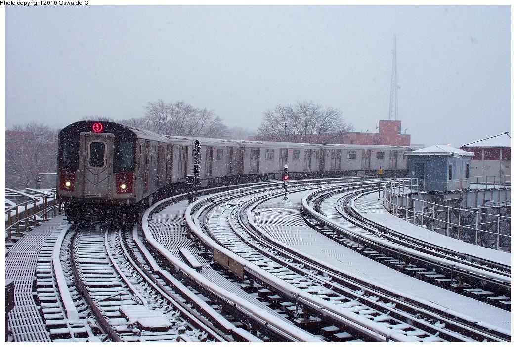 (301k, 1044x701)<br><b>Country:</b> United States<br><b>City:</b> New York<br><b>System:</b> New York City Transit<br><b>Line:</b> IRT White Plains Road Line<br><b>Location:</b> West Farms Sq./East Tremont Ave./177th St. <br><b>Route:</b> 5<br><b>Car:</b> R-142 (Primary Order, Bombardier, 1999-2002)  6910 <br><b>Photo by:</b> Oswaldo C.<br><b>Date:</b> 12/31/2009<br><b>Viewed (this week/total):</b> 0 / 1518