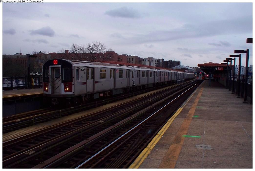 (187k, 1044x701)<br><b>Country:</b> United States<br><b>City:</b> New York<br><b>System:</b> New York City Transit<br><b>Line:</b> IRT Pelham Line<br><b>Location:</b> Morrison/Soundview Aves. <br><b>Route:</b> 6<br><b>Car:</b> R-142A (Primary Order, Kawasaki, 1999-2002)  7365 <br><b>Photo by:</b> Oswaldo C.<br><b>Date:</b> 1/3/2010<br><b>Viewed (this week/total):</b> 5 / 1197