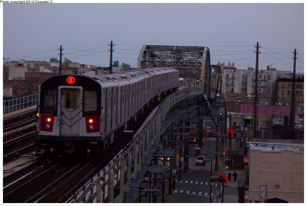 (193k, 1044x701)<br><b>Country:</b> United States<br><b>City:</b> New York<br><b>System:</b> New York City Transit<br><b>Line:</b> IRT Pelham Line<br><b>Location:</b> Elder Avenue <br><b>Route:</b> 6<br><b>Car:</b> R-142 or R-142A (Number Unknown)  <br><b>Photo by:</b> Oswaldo C.<br><b>Date:</b> 1/3/2010<br><b>Viewed (this week/total):</b> 0 / 1380