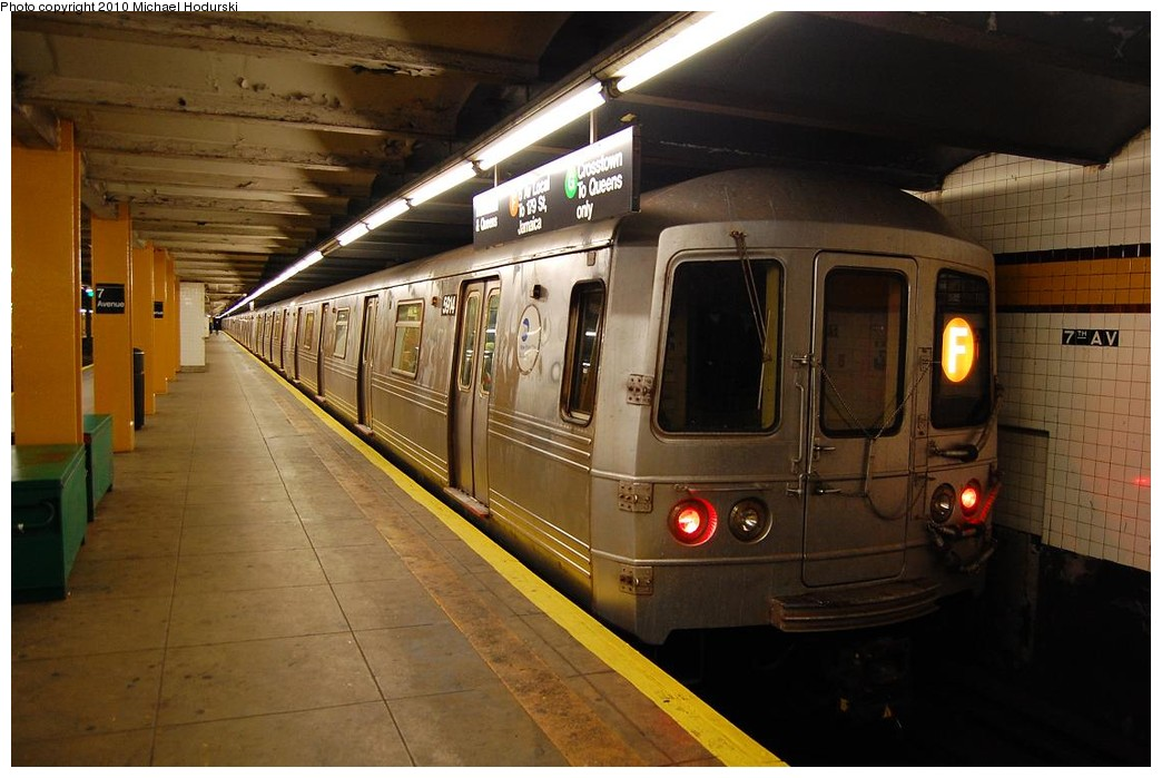 (204k, 1044x699)<br><b>Country:</b> United States<br><b>City:</b> New York<br><b>System:</b> New York City Transit<br><b>Line:</b> IND Crosstown Line<br><b>Location:</b> 7th Avenue/Park Slope <br><b>Route:</b> F<br><b>Car:</b> R-46 (Pullman-Standard, 1974-75) 5914 <br><b>Photo by:</b> Michael Hodurski<br><b>Date:</b> 12/19/2009<br><b>Viewed (this week/total):</b> 2 / 1350