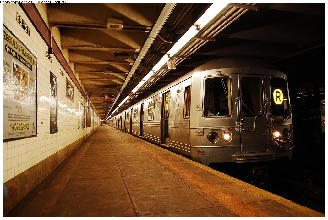 (235k, 1044x699)<br><b>Country:</b> United States<br><b>City:</b> New York<br><b>System:</b> New York City Transit<br><b>Line:</b> IND Queens Boulevard Line<br><b>Location:</b> 65th Street <br><b>Route:</b> R<br><b>Car:</b> R-46 (Pullman-Standard, 1974-75) 6032 <br><b>Photo by:</b> Michael Hodurski<br><b>Date:</b> 12/9/2009<br><b>Viewed (this week/total):</b> 5 / 1455