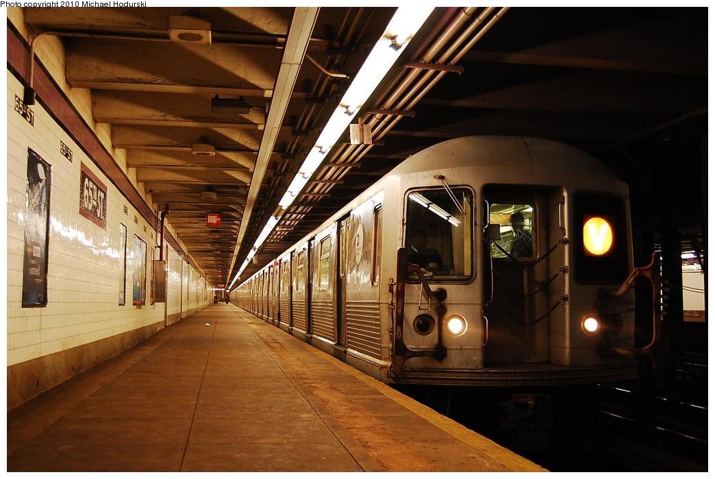 (222k, 1044x699)<br><b>Country:</b> United States<br><b>City:</b> New York<br><b>System:</b> New York City Transit<br><b>Line:</b> IND Queens Boulevard Line<br><b>Location:</b> 65th Street <br><b>Route:</b> V<br><b>Car:</b> R-42 (St. Louis, 1969-1970)  4551 <br><b>Photo by:</b> Michael Hodurski<br><b>Date:</b> 12/9/2009<br><b>Viewed (this week/total):</b> 2 / 1568