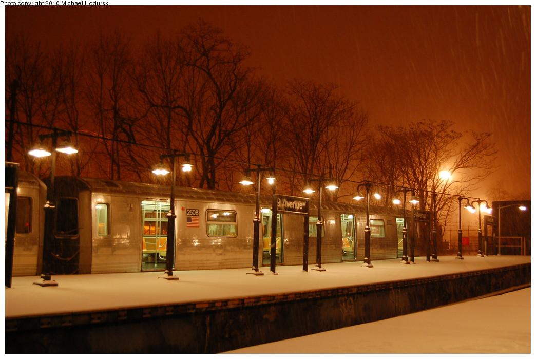 (243k, 1044x699)<br><b>Country:</b> United States<br><b>City:</b> New York<br><b>System:</b> New York City Transit<br><b>Line:</b> BMT West End Line<br><b>Location:</b> 9th Avenue <br><b>Route:</b> B<br><b>Car:</b> R-68 (Westinghouse-Amrail, 1986-1988)  2608 <br><b>Photo by:</b> Michael Hodurski<br><b>Date:</b> 12/19/2009<br><b>Viewed (this week/total):</b> 0 / 1927