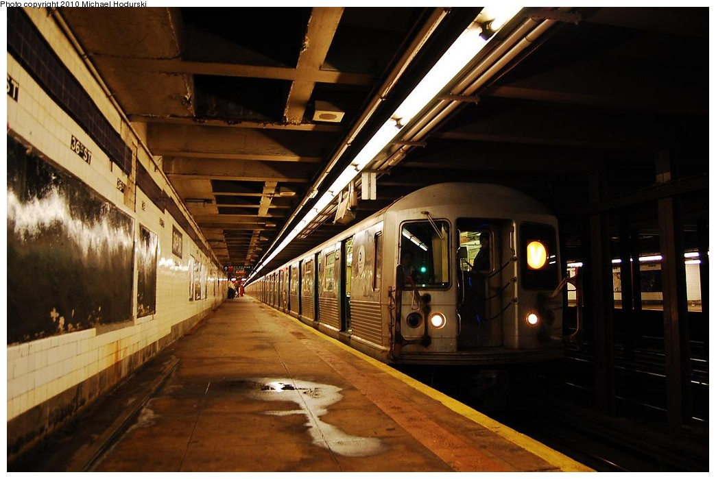 (204k, 1044x699)<br><b>Country:</b> United States<br><b>City:</b> New York<br><b>System:</b> New York City Transit<br><b>Line:</b> IND Queens Boulevard Line<br><b>Location:</b> 36th Street <br><b>Route:</b> V<br><b>Car:</b> R-42 (St. Louis, 1969-1970)  4551 <br><b>Photo by:</b> Michael Hodurski<br><b>Date:</b> 12/9/2009<br><b>Viewed (this week/total):</b> 2 / 1514
