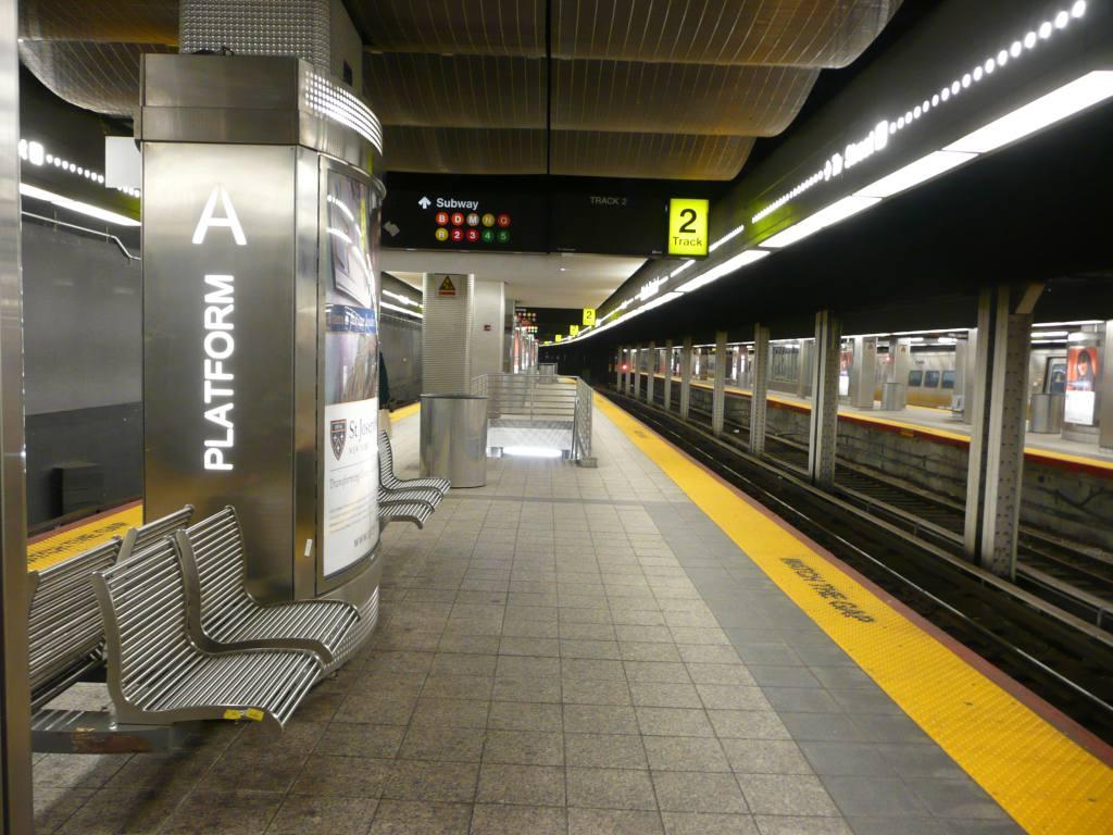 (135k, 1024x768)<br><b>Country:</b> United States<br><b>City:</b> New York<br><b>System:</b> Long Island Rail Road<br><b>Line:</b> LIRR Flatbush Ave.<br><b>Location:</b> Atlantic Terminal (Flatbush Avenue) <br><b>Photo by:</b> Robbie Rosenfeld<br><b>Date:</b> 1/11/2010<br><b>Viewed (this week/total):</b> 0 / 1779