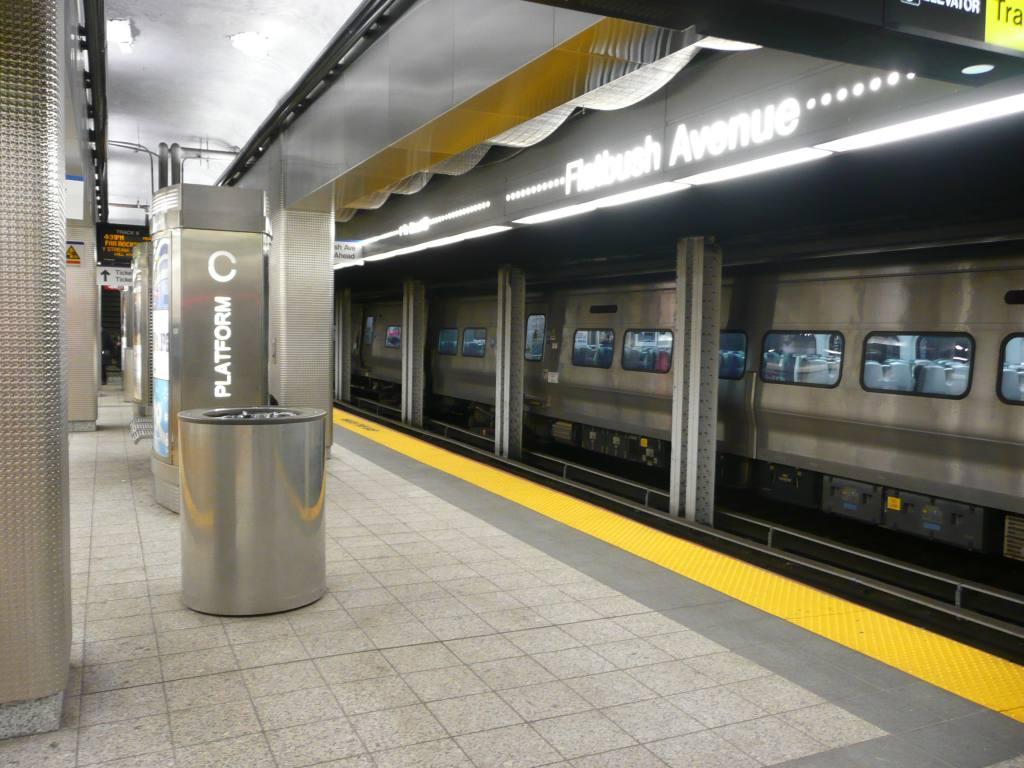 (127k, 1024x768)<br><b>Country:</b> United States<br><b>City:</b> New York<br><b>System:</b> Long Island Rail Road<br><b>Line:</b> LIRR Flatbush Ave.<br><b>Location:</b> Atlantic Terminal (Flatbush Avenue) <br><b>Photo by:</b> Robbie Rosenfeld<br><b>Date:</b> 1/11/2010<br><b>Viewed (this week/total):</b> 1 / 1452