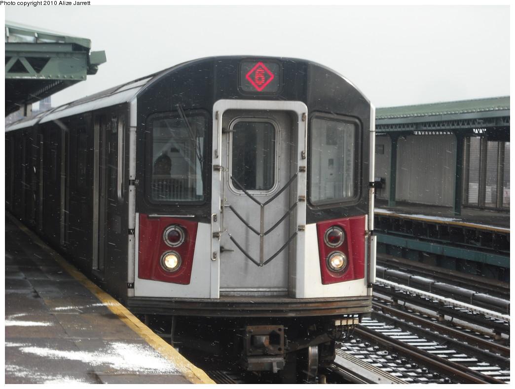 (183k, 1044x788)<br><b>Country:</b> United States<br><b>City:</b> New York<br><b>System:</b> New York City Transit<br><b>Line:</b> IRT Pelham Line<br><b>Location:</b> Westchester Square <br><b>Route:</b> 6<br><b>Car:</b> R-142A (Primary Order, Kawasaki, 1999-2002)  7306 <br><b>Photo by:</b> Alize Jarrett<br><b>Date:</b> 1/8/2010<br><b>Viewed (this week/total):</b> 0 / 1187