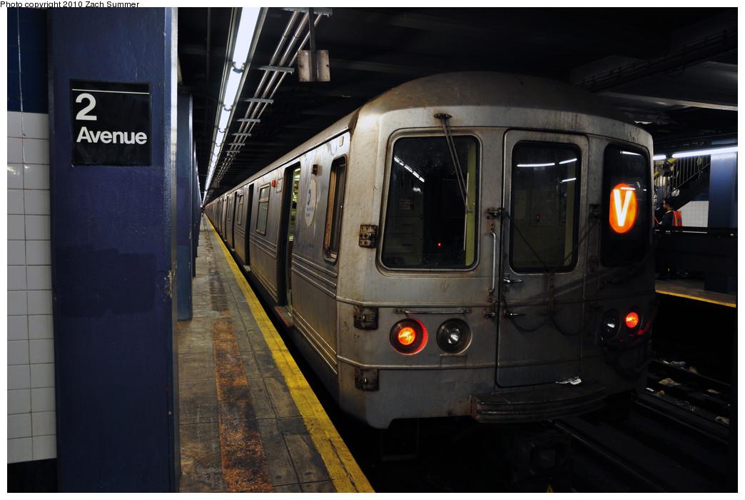 (198k, 1044x700)<br><b>Country:</b> United States<br><b>City:</b> New York<br><b>System:</b> New York City Transit<br><b>Line:</b> IND 6th Avenue Line<br><b>Location:</b> 2nd Avenue <br><b>Route:</b> V<br><b>Car:</b> R-46 (Pullman-Standard, 1974-75) 6110 <br><b>Photo by:</b> Zach Summer<br><b>Date:</b> 1/6/2010<br><b>Viewed (this week/total):</b> 0 / 975
