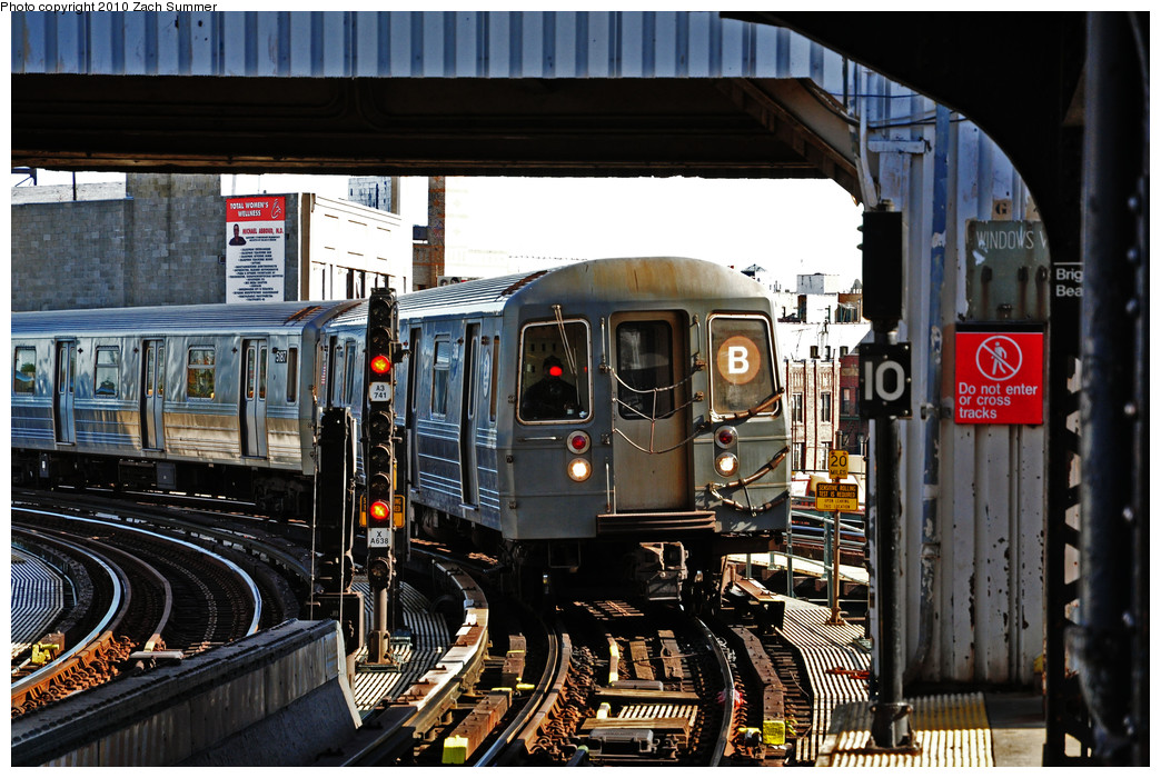 (307k, 1044x700)<br><b>Country:</b> United States<br><b>City:</b> New York<br><b>System:</b> New York City Transit<br><b>Line:</b> BMT Brighton Line<br><b>Location:</b> Brighton Beach <br><b>Route:</b> B<br><b>Car:</b> R-68A (Kawasaki, 1988-1989)  5188 <br><b>Photo by:</b> Zach Summer<br><b>Date:</b> 10/26/2009<br><b>Viewed (this week/total):</b> 1 / 1467