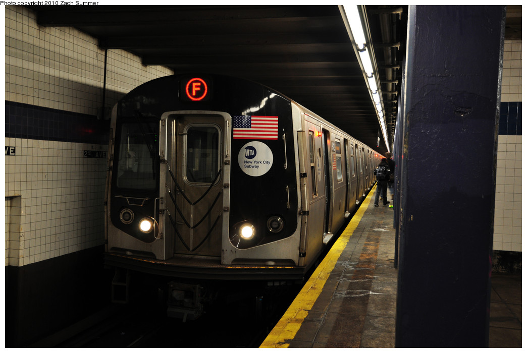 (191k, 1044x700)<br><b>Country:</b> United States<br><b>City:</b> New York<br><b>System:</b> New York City Transit<br><b>Line:</b> IND 6th Avenue Line<br><b>Location:</b> 2nd Avenue <br><b>Route:</b> F<br><b>Car:</b> R-160A (Option 1) (Alstom, 2008-2009, 5 car sets)  9412 <br><b>Photo by:</b> Zach Summer<br><b>Date:</b> 1/6/2010<br><b>Viewed (this week/total):</b> 0 / 1071